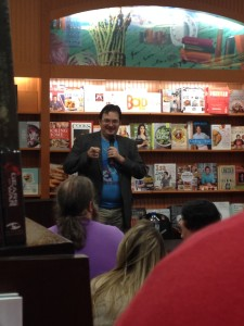 Brandon Sanderson pointing at things